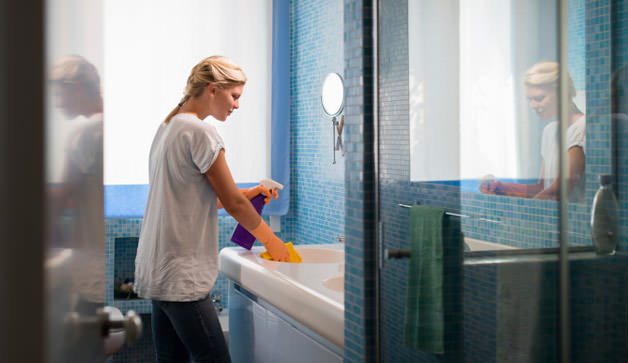Come pulire il bagno in poche mosse: dal wc alla doccia igiene